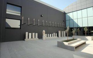 Tο νέο Αρχαιολογικό Μουσείο της Πέλλας είναι από τα λίγα περιφερειακά μουσεία με εκσυχγρονισμένη αντίληψη. Τα περισσότερα, όμως, μουσεία εκτός μεγάλων κέντρων πάσχουν από στοιχειώδεις υποδομές.