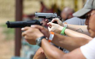Το θέμα της οπλοκατοχής και οπλοχρησίας θέτει με τον χειρότερο τρόπο το περιστατικό στην Αριζόνα.