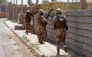 Οι κουρδικές δυνάμεις των Πεσμεργκά εισβάλλουν στο χωριό Μπακίρτα, νότια της πρωτεύουσας του Ιρακινού Κουρδιστάν, Αρμπίλ.
