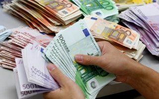 Ενα «κούρεμα» της τάξης π.χ. του 50% των «κόκκινων δανείων» θα επιφέρει άμεσα σημαντικές ζημίες της τάξης των 39 δισ. ευρώ στις ελληνικές τράπεζες. Κι αυτό ούτε μπορεί να καλυφθεί εύκολα (ακόμα και με χρήση του ποσού των προβλέψεων που ήδη έχουν οι τράπεζες) ούτε και -κυρίως- εξασφαλίζει ότι τα εναπομείναντα δάνεια δεν θα χρειαστούν περαιτέρω «κούρεμα».