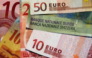 Το όριο της ισοτιμίας τέθηκε τον Σεπτέμβριο του 2011, όταν οι Ελβετοί εξαγωγείς, θορυβημένοι από την ενίσχυση του φράγκου, προειδοποίησαν πως πλέον έχει δυσμενή αντίκτυπο στις πωλήσεις τους και στην οικονομία.