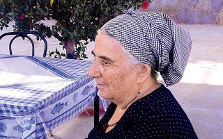 Η κ. Φουκαΐνα Καλόμοιρου στο Εμπορειό στην Κάλυμνο.