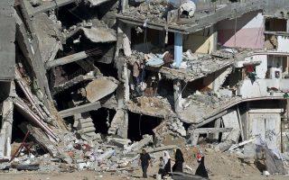 Χιλιάδες κάτοικοι της Γάζας είδαν τα σπίτια τους κατεστραμμένα και προσπαθούν να αποκαταστήσουν τους φυσιολογικούς ρυθμούς της καθημερινότητας.