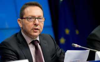 Ο διοικητής της ΤτΕ Γιάννης Στουρνάρας έθεσε το ζήτημα της συμμετοχής των ελληνικών τραπεζών στο πρόγραμμα στοχευμένων συναλλαγών μακροχρόνιας αναχρηματοδότησης της ΕΚΤ στον κ. Μπενουά Κερέ, μέλος της Εκτελεστικής Επιτροπής της ΕΚΤ.