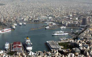 «Μαγνήτης» για όλες τις εταιρείες που «δένουν» στον Πειραιά είναι ο ελληνικός εφοπλισμός και οι επενδύσεις δισεκατομμυρίων που πραγματοποιεί ετησίως τόσο για την αγορά μεταχειρισμένων πλοίων όσο και στις νέες ναυπηγήσεις.
