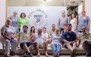 Η κοινωνική προσφορά εν τη ενώσει. Επαληθεύτηκε περίτρανα στην Αίγινα πριν από λίγες ημέρες, όταν, υπό την αιγίδα της Τράπεζας Τροφίμων της Αθήνας, δεκάδες φορείς κάλεσαν σε συναγερμό ανθρωπιάς τα μέλη τους, κατοίκους, αλλά και τουρίστες. Στόχος ήταν η άμεση ενίσχυση ανέργων και ανασφάλιστων. Σε λίγες ώρες συγκεντρώθηκαν πάνω από δύο τόνοι τροφίμων. Επεται συνέχεια...