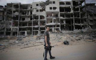 Ο Ιταλός δημοσιογράφος του αμερικανικού πρακτορείου Associated Press έχασε τη ζωή του στη Λωρίδα της Γάζας όταν εξερράγη ένας πύραυλος την ώρα που γινόταν προσπάθεια να εξουδετερωθεί.