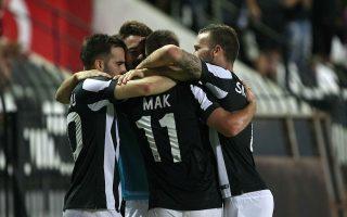 Οι παίκτες του ΠΑΟΚ πανηγυρίζουν την επίτευξη γκολ κατά τη διάρκεια του επαναληπτικού αγώνα ΠΑΟΚ - Ζίμπρου των Play-off του UEFA Europa League που πραγματοποιήθηκε στο γήπεδο της Τούμπας. Θεσσαλονίκη, Πέμπτη 28 Αυγούστου 2014. Τελικό σκορ ΠΑΟΚ - Ζίμπρου 4-0. ΑΠΕ ΜΠΕ/PIXEL/ΜΠΑΡΜΠΑΡΟΥΣΗΣ ΣΩΤΗΡΗΣ