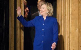 epa04302275 Former US Secretary of State Hillary Rodham Clinton presents her new memoir 'Hard Choices' in Berlin, Germany, 06 July 2014.  EPA/MAURIZIO GAMBARINI