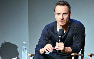 o-michael-fassbender-choris-to-prosopo-toy0