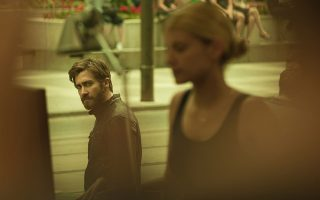 Ο Τζέικ Τζίλενχαλ και η Μέλανι Λορέν στην ταινία του Ντενίς Βιλνέβ.