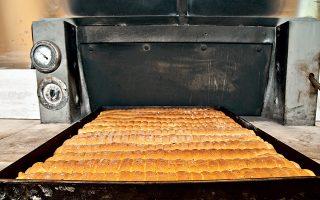 Φρεσκοξεφουρνισμένα και μοσχοβολιστά επτάζυμα παξιμάδια. (Φωτογραφία: Εβελυν Φωσκόλου)