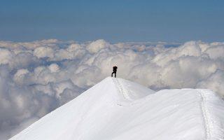 Η Βασιλική Οδός (Voie Royale) οδηγεί στα 3.304 μέτρα και στην κορυφή του Θόλου του Γκουτέ στο Λευκό Ορος.