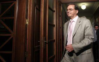 Ο υπουργός Οικονομικών Γκίκας Χαρδούβελης προσέρχεται στη συνεδρίαση του υπουργικού συμβουλίου στη Βουλή, Πέμπτη 7 Αυγούστου 2014. ΑΠΕ-ΜΠΕ/ΑΠΕ-ΜΠΕ/ΑΛΕΞΑΝΔΡΟΣ ΒΛΑΧΟΣ