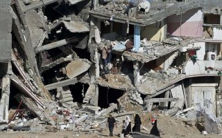 Τη σύγκληση παγκόσμιας διάσκεψης προκειμένου να συζητηθεί το θέμα της διεθνούς βοήθειας έχει ζητήσει η παλαιστινιακή κυβέρνηση του Μαχμούντ Αμπάς.