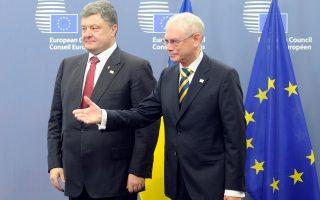 Ο πρόεδρος του Ευρωπαϊκού Συμβουλίου, Χέρμαν βαν Ρομπέι, με τον Πέτρο Ποροσένκο στις Βρυξέλλες.