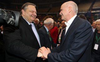 Η φωτογραφία είναι από το Συνέδριο του ΠΑΣΟΚ τον Μάρτιο του 2013. Από τότε οι σχέσεις Βενιζέλου - Παπανδρέου βαίνουν συνεχώς επιδεινούμενες.