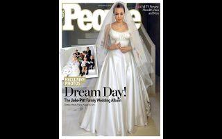 Το ζεύγος Mπραντζελίνα έδωσε σε δύο περιοδικά, το People και το Hello, τα δικαιώματα από τις φωτογραφίες του γάμου.