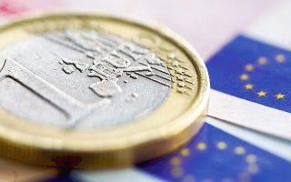 Το ευρώ συνέχισε να κινείται στα χαμηλά 12μήνου έναντι του αμερικανικού νομίσματος, υποχωρώντας έως τα 1,3311 δολάρια.