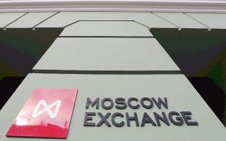 Οι χρηματιστές ενίσχυσαν τις τοποθετήσεις τους σε ρωσικά περιουσιακά στοιχεία, αφότου η σύρραξη με την Ουκρανία προκάλεσε τη δραστικότερη από το 2008 πτώση του χρηματιστηριακού δείκτη Micex στη Μόσχα.