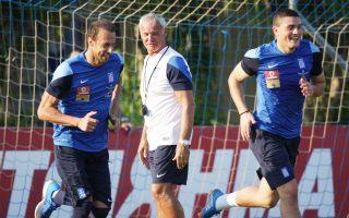Με εντατικούς ρυθμούς συνεχίζεται η προετοιμασία των διεθνών για τον πρώτο αγώνα στους προκριματικούς του Euro 2016 με αντίπαλο τη Ρουμανία.