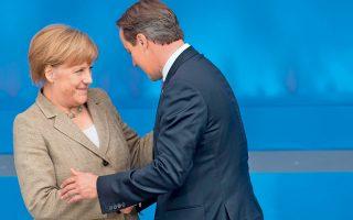 Η Γερμανίδα καγκελάριος Αγκελα Μέρκελ με τον Βρετανό πρωθυπουργό Ντέιβιντ Κάμερον, ο οποίος ετάχθη υπέρ του εξοπλισμού των Κούρδων του Βορείου Ιράκ για να αντιμετωπίσουν το «Ισλαμικό Κράτος».