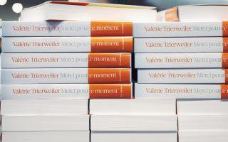 Πωλήσεις ρεκόρ αναμένεται να έχει το βιβλίο της Βαλερί Τριρβελέρ, που εκτίθεται εδώ σε βιβλιοπωλείο του Παρισιού.
