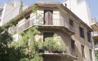 Διατηρητέο κτίριο στην οδό Πιπίνου 96 στο έκτο Διαμέρισμα του Δήμου Αθηναίων, ένα από τα εκατοντάδες στους δρόμους της πρωτεύουσας.