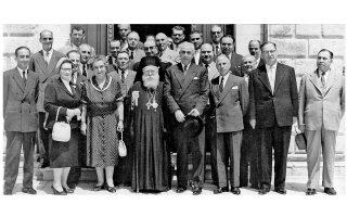 Ορκωμοσία του Δημοτικού Συμβουλίου Κερκυραίων, το οποίο προέκυψε από τις δημοτικές εκλογές του 1959. Τρίτη από αριστερά η Μαρία Καποδίστρια-Δεσύλλα.