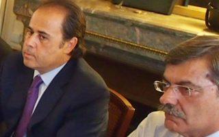 Οι δύο σύμβουλοι του πρωθυπουργού, ο κ. Στ. Παπασταύρου (αριστερά) και ο κ. Χρ. Λαζαρίδης, διαδραμάτισαν καθοριστικό ρόλο στις διαπραγματεύσεις με την τρόικα.