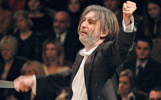 Ο Γερμανός μαέστρος Friedemann Riehle. Ως διευθυντής της Φιλαρμονικής Ορχήστρας της Πράγας έχει εργαστεί για χρόνια με πάθος για την ενσωμάτωση της σύγχρονης μουσικής στο κλασικό ρεπερτόριο.
