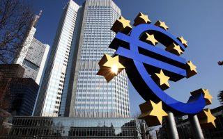 Η ΕΚΤ έχει δηλώσει ξεκάθαρα ότι, όταν τελειώσει το ευρωπαϊκό πρόγραμμα, δεν θα μπορεί να δέχεται τα ελληνικά ομόλογα αν δεν ασκεί περισσότερο έλεγχο στην πορεία της ελληνικής οικονομίας ή αν δεν αναβαθμίσουν την ελληνική οικονομία οι οίκοι αξιολόγησης (όπως έγινε σε Ιρλανδία και Πορτογαλία).