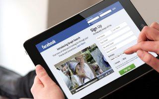 Σύμφωνα με την ΒΙ Intelligence, το 2013 οι πωλήσεις μέσω κοινωνικών δικτύων αυξήθηκαν με τριπλάσιο ρυθμό σε σύγκριση με τον αντίστοιχο συνολικά του ηλεκτρονικού εμπορίου σε παγκόσμια κλίμακα.