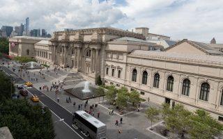 Η νέα πλάζα μπροστά στο Μητροπολιτικό Μουσείο της Ν. Υόρκης.
