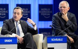 Ο Γερμανός υπουργός Οικονομικών, Β. Σόιμπλε, επανέλαβε ότι η ΕΚΤ δεν διαθέτει πλέον άλλα εργαλεία για να στηρίξει την ευρωπαϊκή οικονομία και τάχθηκε κατά της περαιτέρω χαλάρωσης της νομισματικής πολιτικής. Από την πλευρά του, ο επικεφαλής της ΕΚΤ, Μάριο Ντράγκι (αρ.), έχει σαφώς διαφορετική άποψη.