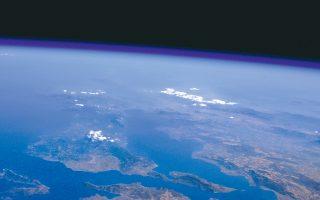 Φωτογραφική λήψη της βόρειας Εύβοιας από τη στρατόσφαιρα, σε υψόμετρο 31.000 μέτρων από την επιφάνεια της γης.