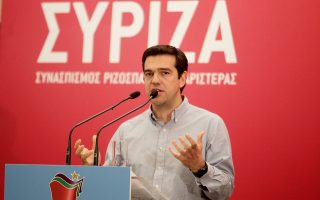 «Η πρώτη ενέργεια μιας κυβέρνησης ΣΥΡΙΖΑ θα είναι να διαπραγματευθούμε σκληρά και από την αρχή τη δανειακή σύμβαση», είπε σε συνέντευξή του στο CNBC ο κ. Αλ. Τσίπρας.