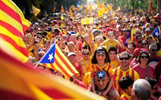 Λαοθάλασσα πλημμύρισε χθες το κέντρο της Βαρκελώνης, σε μια επίδειξη δύναμης ενόψει του δημοψηφίσματος για την ανεξαρτησία της Καταλωνίας στις 9 Νοεμβρίου. Οι διοργανωτές υπολόγισαν τον αριθμό των συγκεντρωμένων σε 1,8 εκατομμύρια, ενώ η αντιπροσωπεία της ισπανικής αστυνομίας έκανε λόγο για μισό εκατομμύριο.