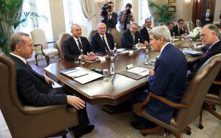 Την τουρκική υποστήριξη στον διεθνή συνασπισμό που οικοδομούν οι Ηνωμένες Πολιτείες εναντίον του Ισλαμικού Κράτους στο Ιράκ και στη Συρία ζήτησε κατά τη χθεσινή του συνάντηση με τον Τούρκο πρόεδρο, Ταγίπ Ερντογάν, στην Αγκυρα, ο Αμερικανός υπουργός Εξωτερικών, Τζον Κέρι.