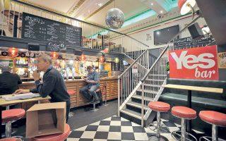 Σε «Μπαρ του ΝΑΙ» μετονόμασαν οι ιδιοκτήτες του αυτό το κέντρο διασκέδασης της Γλασκώβης, ενόψει του δημοψηφίσματος.
