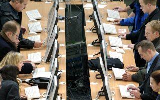 Το καθισιό σκοτώνει, λένε Βρετανοί επιστήμονες οι οποίοι υποστηρίζουν ότι ακόμα και οι ιατρικές εξετάσεις πρέπει να γίνονται στα όρθια.