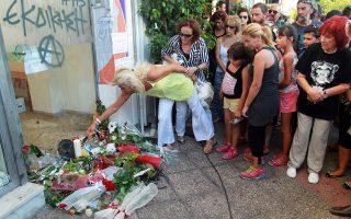 Το σημείο όπου δολοφονήθηκε ο Παύλος Φύσσας, ένα χρόνο πριν, στο Κερατσίνι.