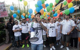 Στιγμιότυπο από τη χθεσινή αντιρατσιστική - αντιφασιστική πορεία. «Παρέλασαν» χιλιάδες πολύχρωμα μπαλόνια στη μνήμη του Παύλου Φύσσα, ο οποίος δολοφονήθηκε ένα χρόνο πριν στο Κερατσίνι από τον Γιώργο Ρουπακιά.