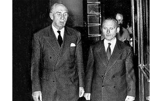 Ο Γεώργιος Παπανδρέου  (αριστερά) και  ο Σοφοκλής Βενιζέλος, κορυφαίοι πολιτικοί και ικανοί ηγέτες, δεν μπόρεσαν πάντως  να σφυρηλατήσουν την κεντρώα ενότητα, η έλλειψη της οποίας είχε γίνει επώδυνα εμφανής κατά  τις κυβερνητικές  του θητείες το 1950-52 και στην περίοδο 1953-61. Το Κόμμα Φιλελευθέρων, που διασπάστηκε το 1955, επανενοποιήθηκε  το 1957 και ξαναδιασπάστηκε μετά την εκλογική συντριβή του 1958, δεν μπόρεσε,  να αρθρώσει  μια συνολική εναλλακτική πρόταση προς την ΕΡΕ  του Κ. Καραμανλή.