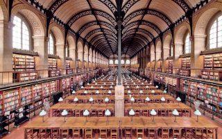 Η εξαιρετικής κατασκευαστικής ομορφιάς βιβλιοθήκη της Sainte-Geneviève στο Παρίσι (Henri Labrouste, 1844).