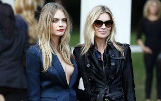 Η παλιά και η νέα. Δυο μεγάλες δυνάμεις του αγγλικού μόντελινγκ φωτογραφίζονται μαζί. Η Cara Delevingne (αριστερά) και η Kate Moss βρέθηκαν μαζί στην παρουσίαση της κολεξιόν της βρετανικής Burberry στο πλαίσιο της εβδομάδας μόδας του Λονδίνου. REUTERS/Stefan Wermuth