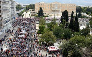 Την ερχόμενη Δευτέρα 29 Σεπτεμβρίου, ο υπουργός Εργασίας Γιάννης Βρούτσης θα συναντηθεί με τους προέδρους των ελληνικών εργοδοτικών οργανώσεων και της ΓΣΕΕ, προκειμένου να συζητήσουν πιθανές παρεμβάσεις στον συνδικαλιστικό νόμο.