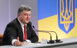 Ο πρόεδρος Πέτρο Ποροσένκο, κατά τη διάρκεια της χθεσινής του συνέντευξης Τύπου στο Κίεβο.