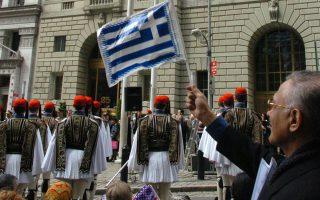 Το μέσο ελληνοαμερικανικό νοικοκυριό σύμφωνα με στοιχεία του Γραφείου Απογραφής για το 2006-10, είχε ετήσιο εισόδημα 78.500 δολάρια, έναντι 60.700 του μέσου αμερικανικού νοικοκυριού.