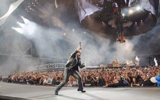 Επιστροφή των U2 με τον δίσκο «Songs of Innocence». Το ιρλανδικό συγκρότημα, με μεγάλο χορηγό την Apple, μοίρασε στους χρήστες του i-Tunes τα νέα του τραγούδια. Η φωτογραφία από τη συναυλία του 2012 στο Ολυμπιακό Στάδιο της Αθήνας.